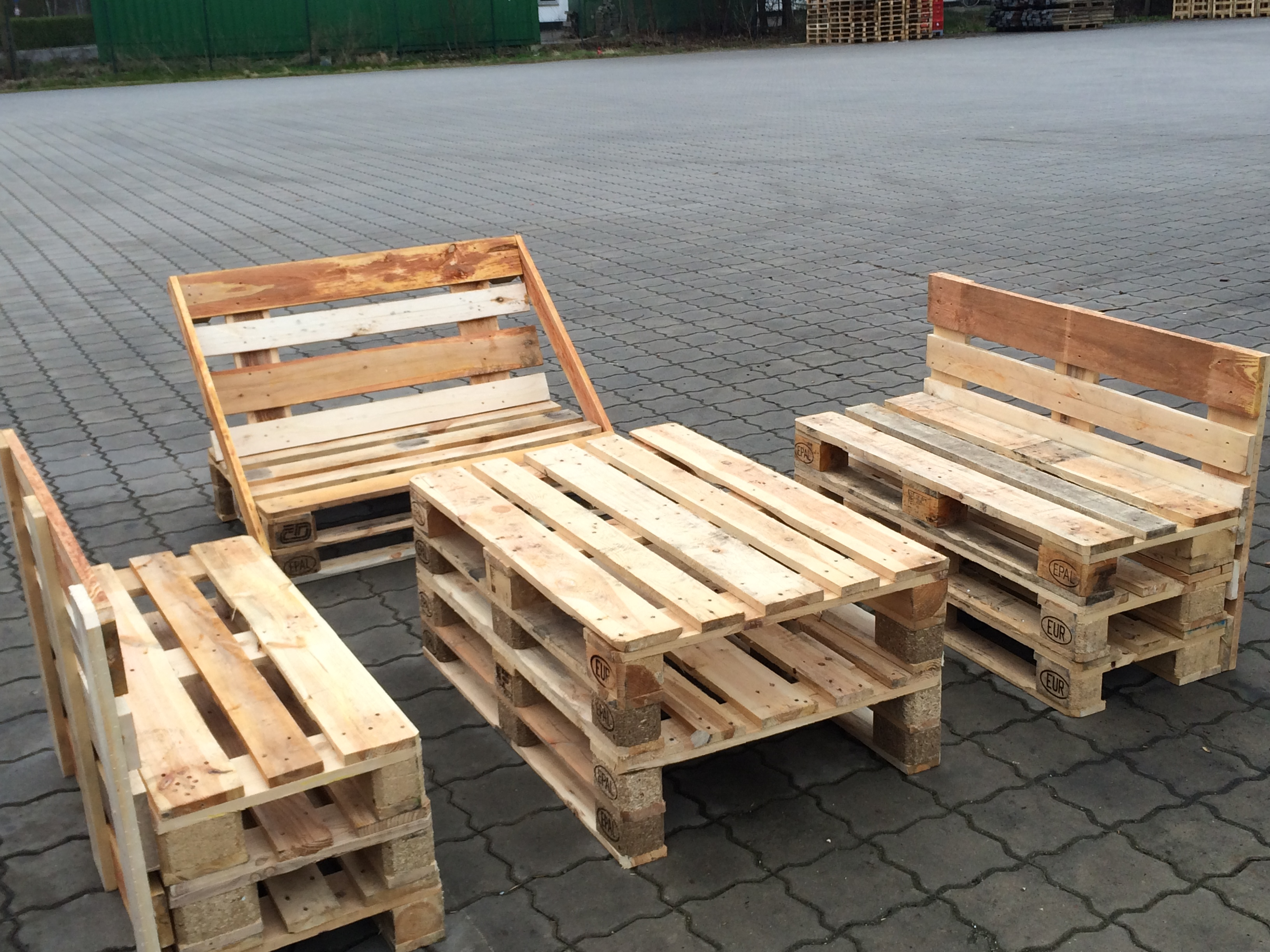 Palettenmöbel – Lademittel Logistik Nord GmbH